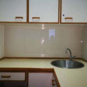 Splashback glass to modernise a kitchen space
