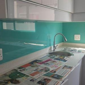Glass splashbacks are a modern feature